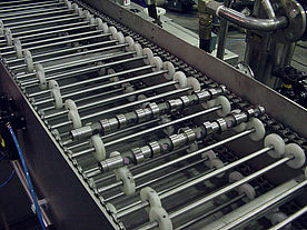 Roller support for camshafts